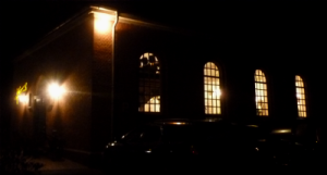 Kirche Ihrenerfeld am Abend